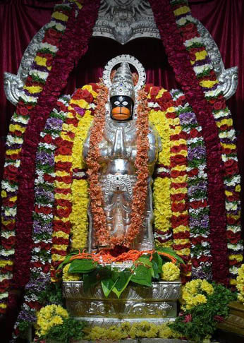 Temples in and around bangalore, Gririnagar, our temples.in, Kannadaratna satish, T.M. Satish, Turuvekere satish, Anjaneyya swamy temple, Girinagar, Basavanagudi, ಕಾರ್ಯಸಿದ್ಧಿ ಆಂಜನೇಯ, Karya siddi Hanuman, Karya siddhi Anjaneya, Coconut,